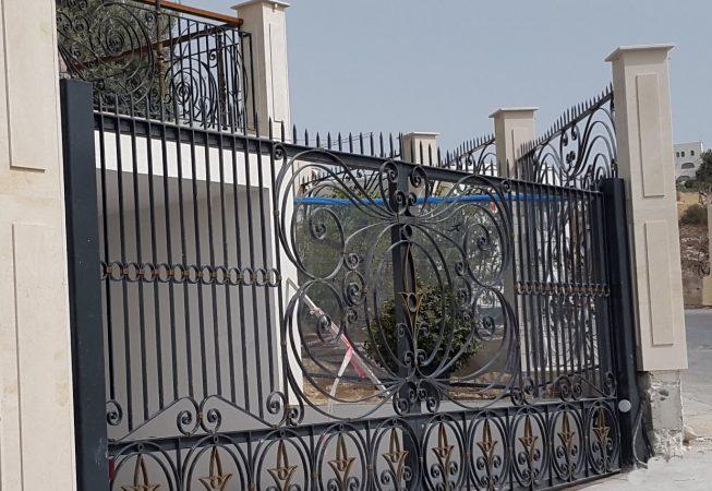 puerta entrada motorizada de forja en caliente