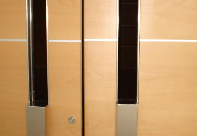 tiradores acero inoxidable puerta