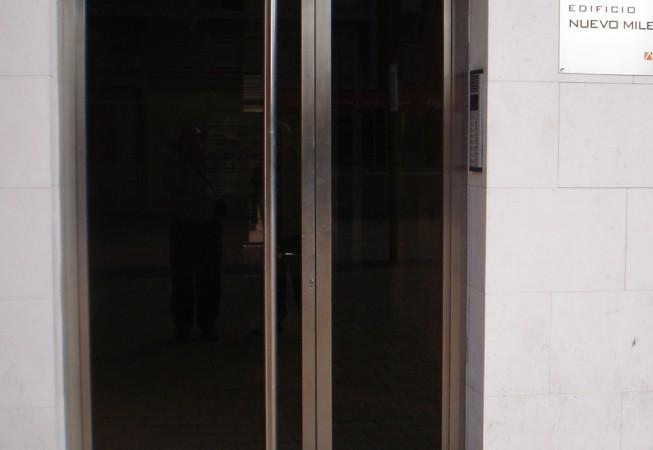 puerta entrada comunidad acero inoxidable